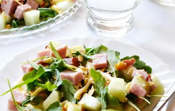 Letnia sałatka z szynką i melonem