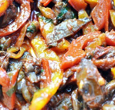 Duszone boczniaki z warzywami