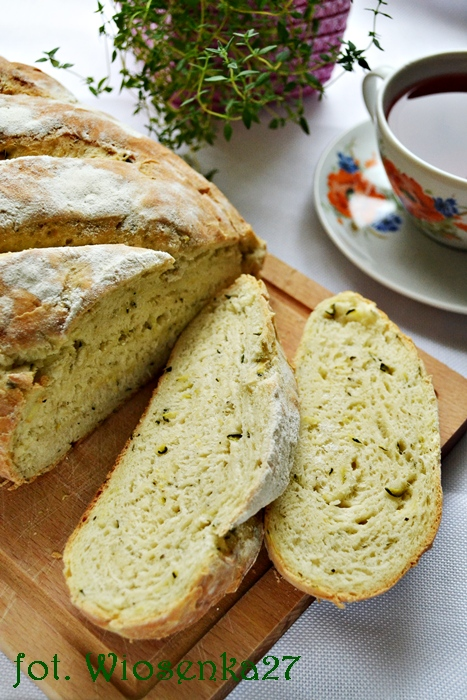 Jogurtowy chleb z cukinią