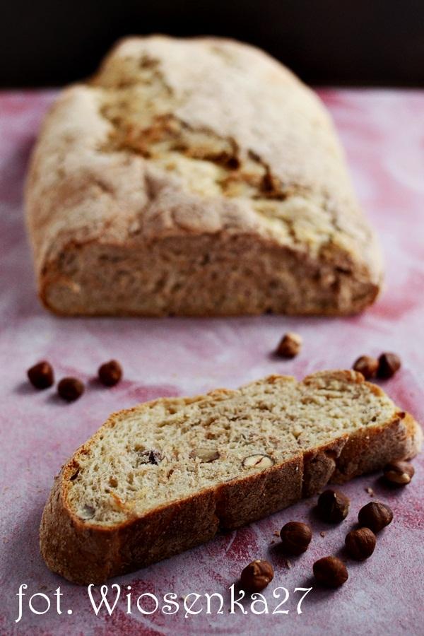 Chleb pszenny z orzechami