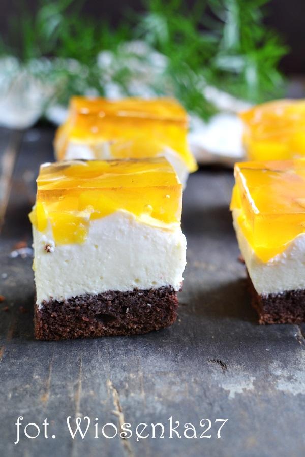 Ciasto z brzoskwiniami i białą czekoladą