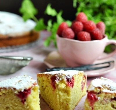 Waniliowe ciasto z malinami