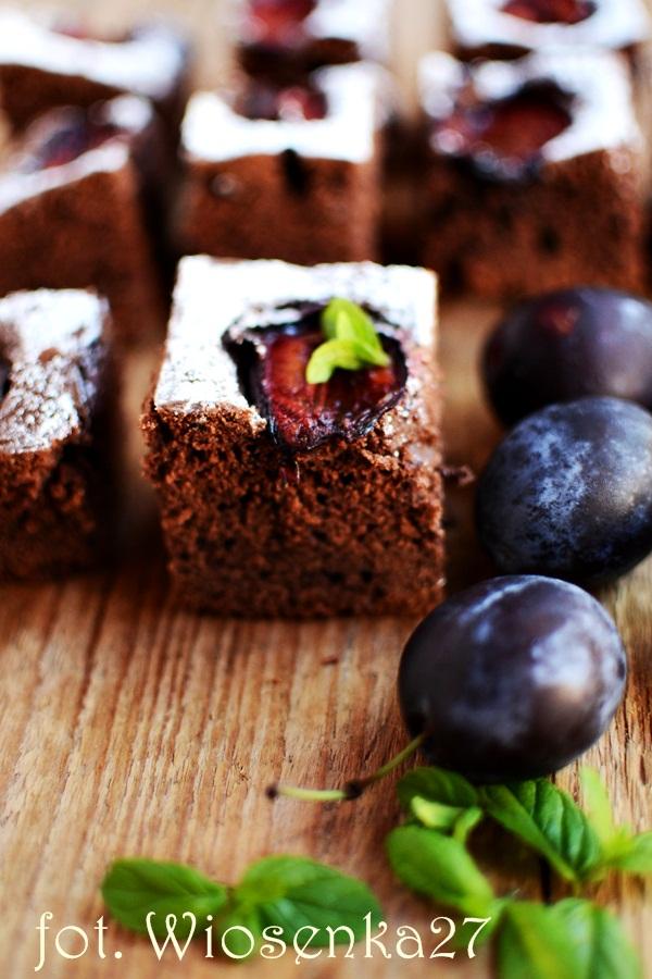 Kakaowe ciasto ucierane ze śliwkami