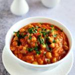 Curry pomidorowe z ciecierzycą