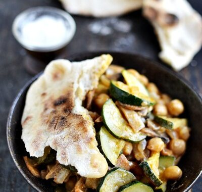 Curry z cukinii i ciecierzycy