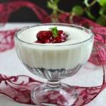 Deser z wiśniami i białą czekoladą