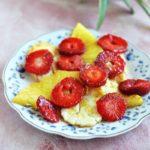 Grillowane halloumi z owocami