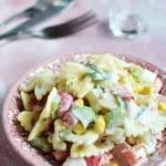 Sałatka makaronowa  z ananasem