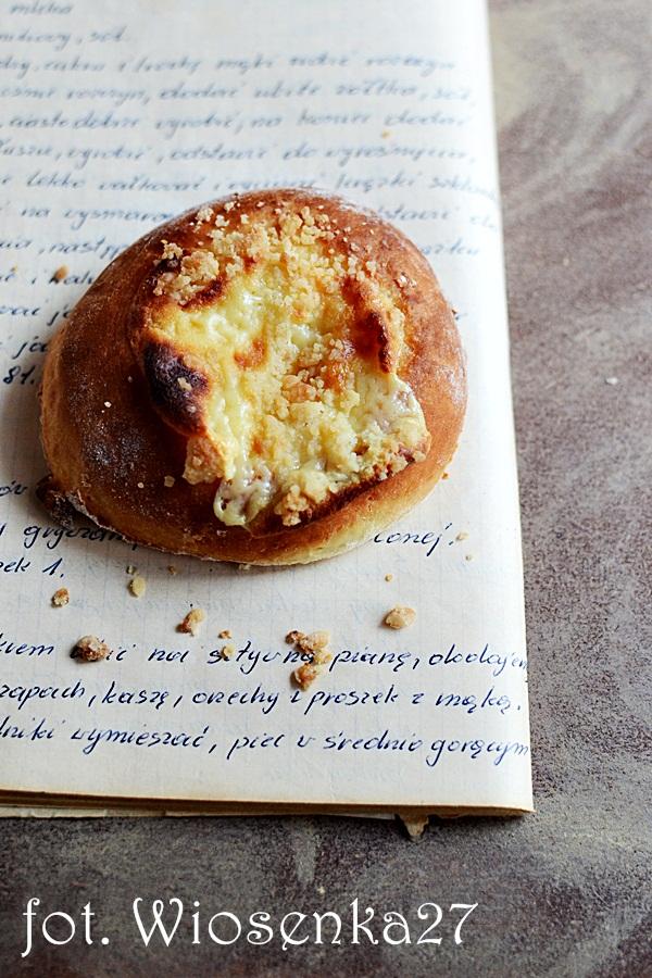 Kołaczyki z serem i kruszonką