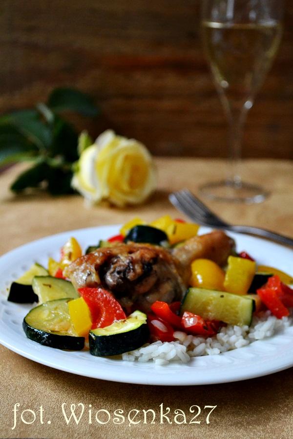 Kurczak duszony z warzywami w białym winie