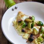 Omlet z brukselką i pieczarkami