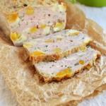 Pieczeń drobiowa z suszonymi morelami i serem peśniowym