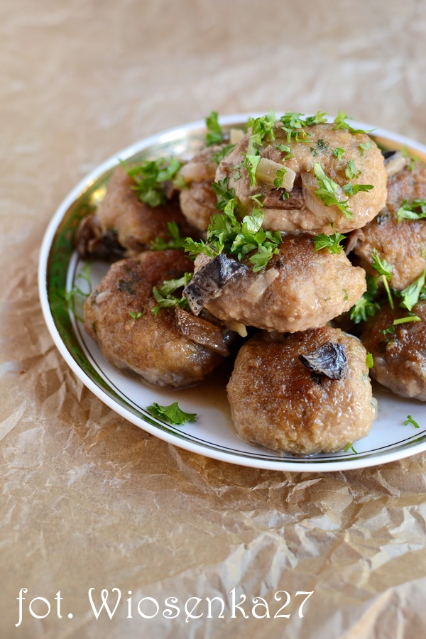 Pulpety drobiowe w sosie z suszonych grzybów