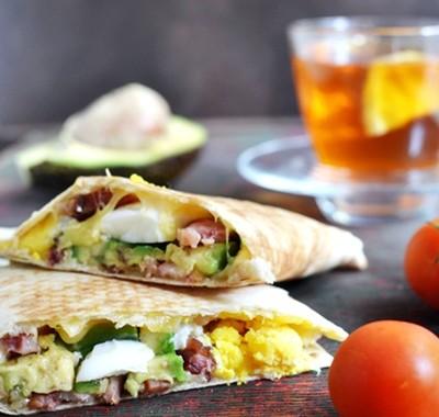 Quesadilla z jajkiem i awokado