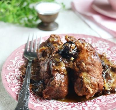 Roladki wieprzowe  w sosie śliwkowym