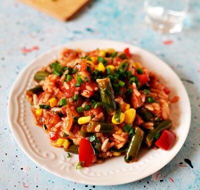 Ryż z warzywami i chorizo