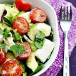 Sałatka z awokado z malinowym sosem