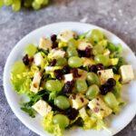 Sałatka z serem i winogronem