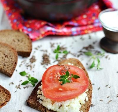 Biały ser smażony z kminkiem