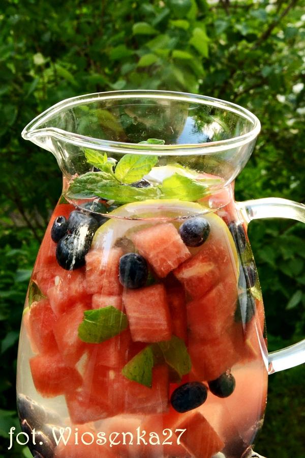 Woda aromatyzowana owocami