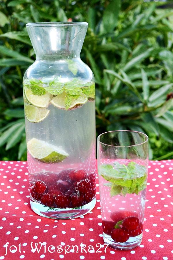 Woda wiśniowo – limonkowa