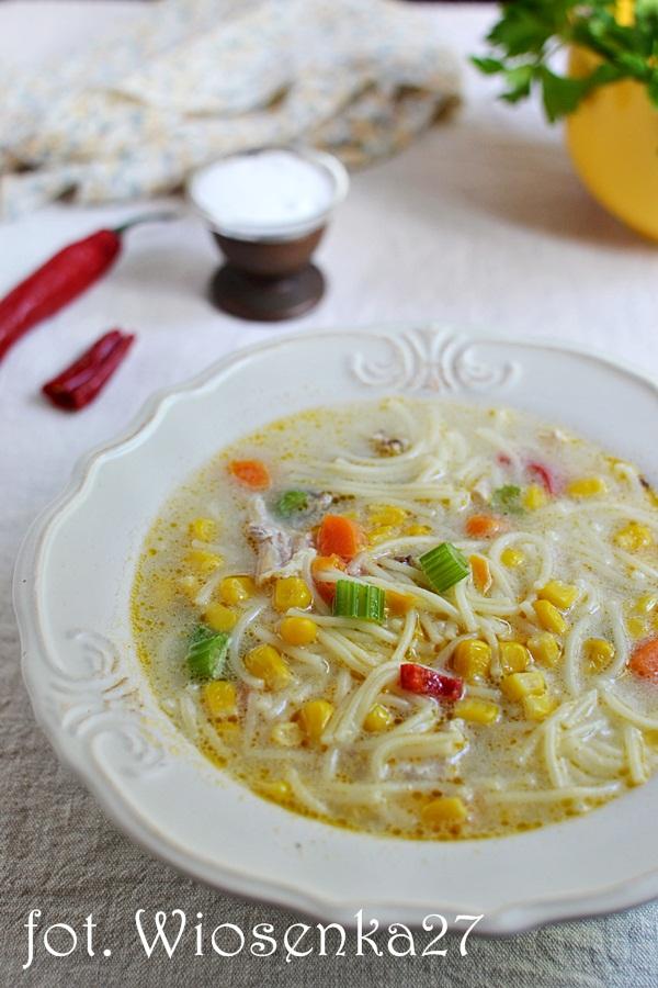 Zupa z makaronem i kukurydzą
