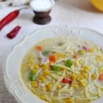 Letnia zupa z makaronem